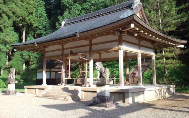 八咫烏神社拝殿