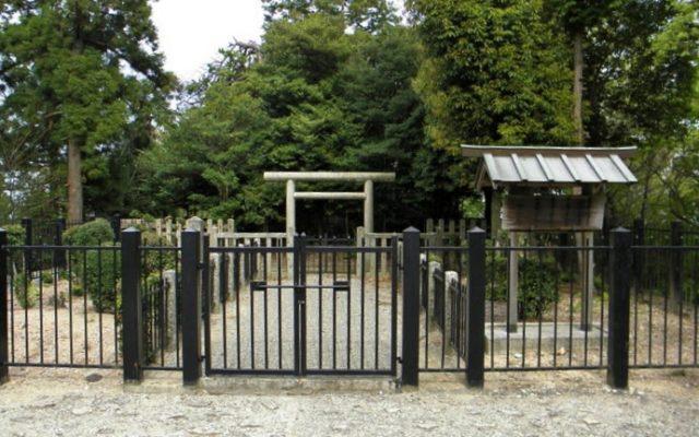 二上山雌岳大津皇子の墓