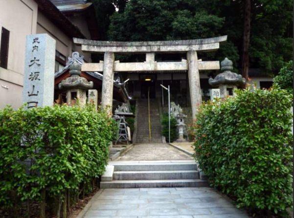 大坂山口神社穴虫