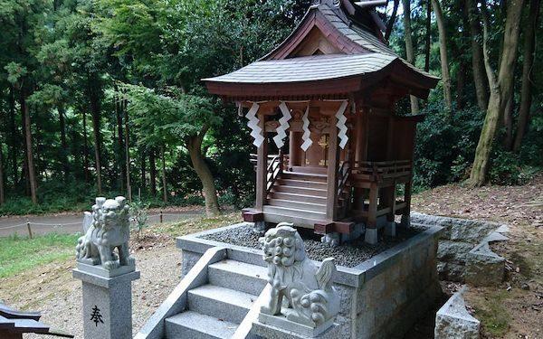 相撲神社 祠